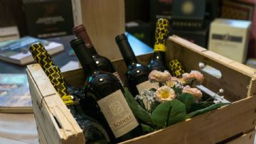 Tuscan wine package