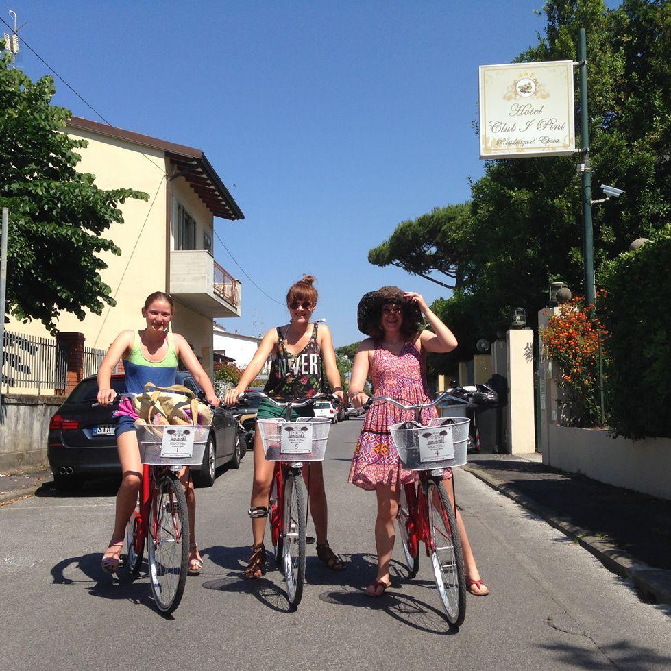 Biciclette gratuite presso l 39 hotel club i pini - Bagno amore lido di camaiore ...
