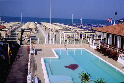 Spiaggia convenzionata a lido di camaiore stabilimento - Bagno onda lido di camaiore ...